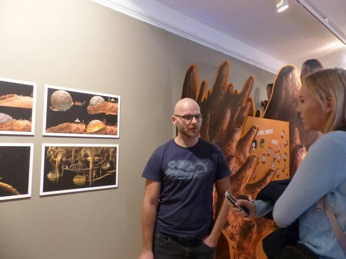 Jeden z tvůrců vystavované hry Samorost 3 Adolf Lachman zahraje se svou kapelou na vernisáži výstavy. Foto: Kristýna Klazarová