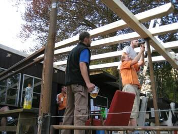 Stavba nové střechy na terase