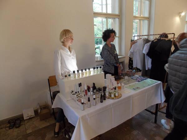 Predávajúce obsluhujú v stánku Object concept store / Autor: Máša Kalčoková