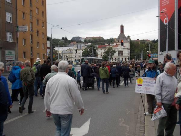 Stret protestujúcich a púti. / Autor: Máša Kalčoková